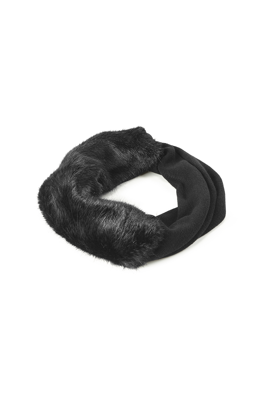 Calm Infinity Scarf in Black Front